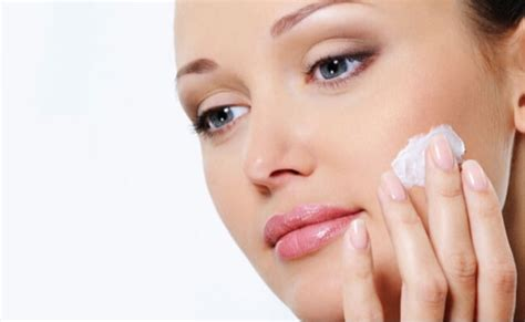 5 Best Ways To Treat Pimples With Toothpaste   DIY Health