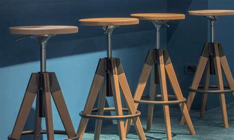sgabelli in legno sgabello in legno arki stool dal look industriale dsedute
