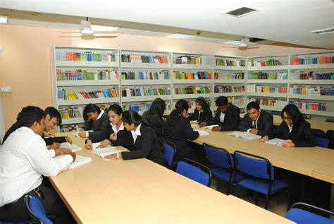 Mba Courses In Amity Mumbai by Amity Global Business School Mumbai Malad Top Best Mba