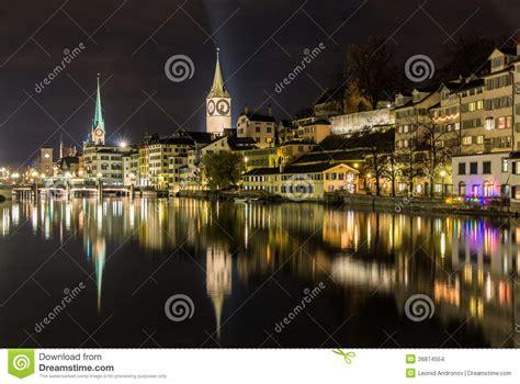 banche a zurigo zurigo sulle banche fiume di limmat alla notte di