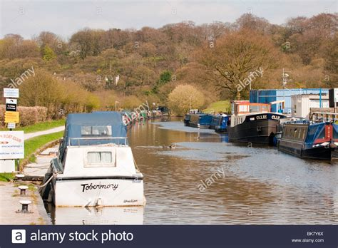 boat moorings on leeds and liverpool canal at wheelton - Boat Mooring Leeds