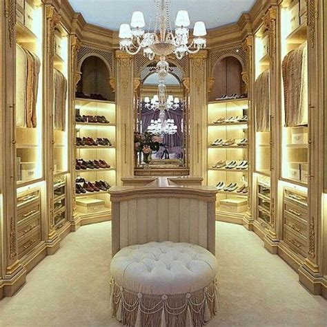 Luxury Wardrobe Designs by 25 Best Ideas About Luxury Closet On