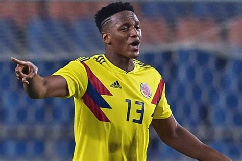 yerry mina barcelona news club set to seal bargain defender deal as