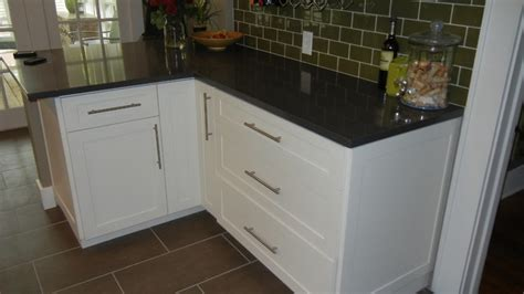 hardware for drawers and cabinets white shaker cabinet white shaker kitchen cabinets traditional kitchen