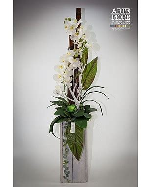 composizioni floreali in vaso composizione orchidee in vaso di legno