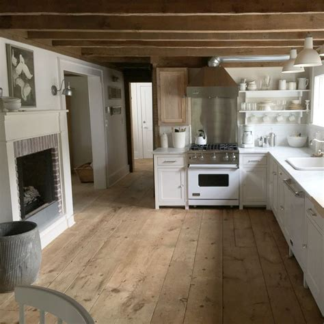 cottage flooring ideas 25 best ideas about white farmhouse kitchens on