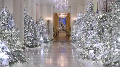 trump white house decorations trump s first white house christmas decorations seem amazing