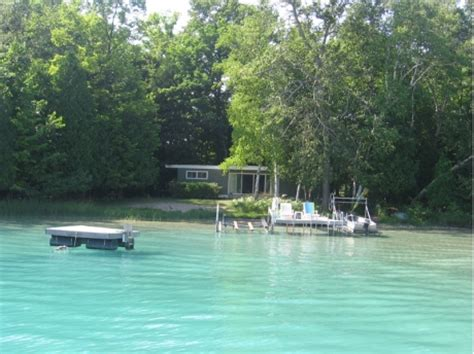 lake michigan beach house rentals glen arbor mi vacation rental fisher point cottage on glen lake rentalbug com