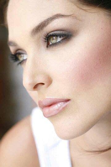 Ideal wedding makeup for light brown to hazel eyes