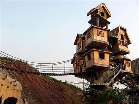coolest treehouse in the world world s coolest tree houses techeblog