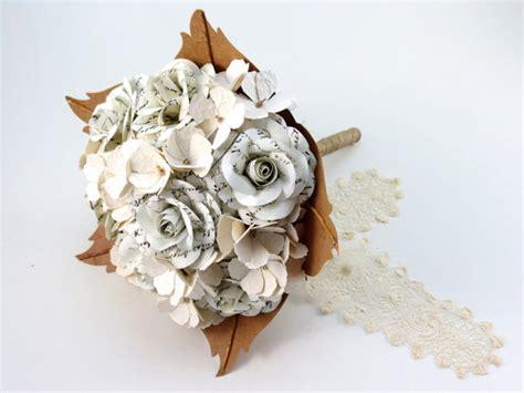 fiori fatti di carta bouquet sposa con fiori di carta vintage scritta a mano e