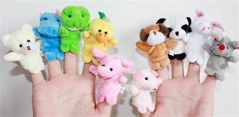 Boneka Mainan Permainan yuk kenali manfaat boneka jari untuk anak berikut katalog ibu