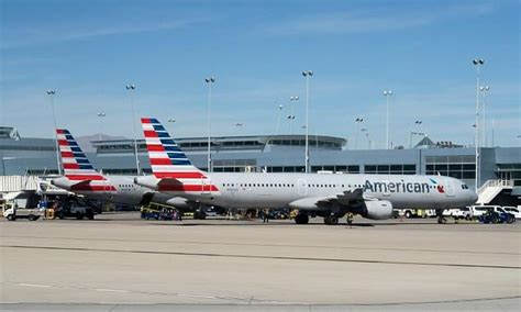 american airlines flight forced to return to gate after american airlines profits down on storms higher costs