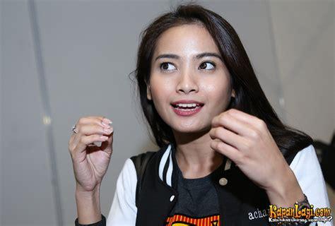 film malaysia percintaan ditanya tentang pacar acha septriasa minta didoain nikah