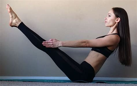 boat pose on belly best moves to help reducing belly fat and gain muscle