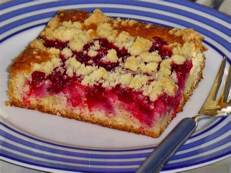 kuchen mit rhabarber rhabarber streusel kuchen rezept mit bild mickyjenny