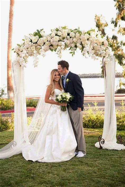 Flower To Decorate A Wedding by 25 Best Ideas About Wedding Arch Decorations On