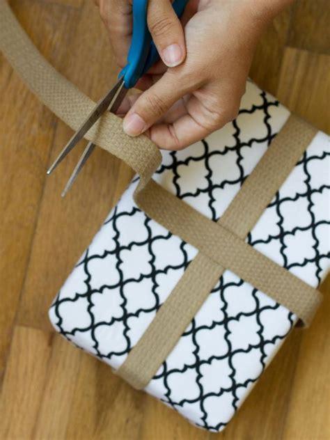 how to make christmas gift box mantel decor hgtv how to make christmas gift box mantel decor hgtv
