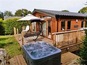 Log Cabins And Cottages With Tubs by Log Cabin With Tub Swanage Dorset West Country