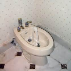 what is a toilet bidet how to use a bidet