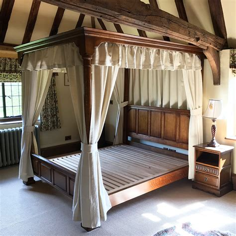 english oak  poster bed titchmarsh goodwin