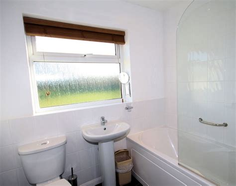 badgers bathrooms badgers cliff self catering holiday cottage in polzeath