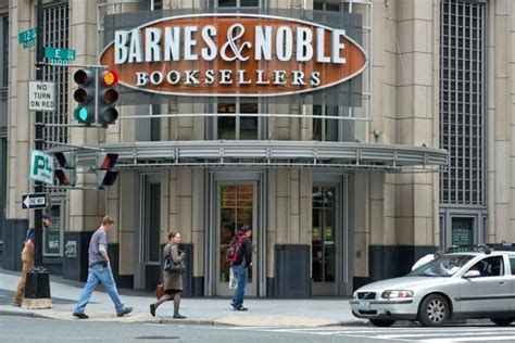 barnes and nobles manhattan barnes and noble chairman plans offer for bookstore