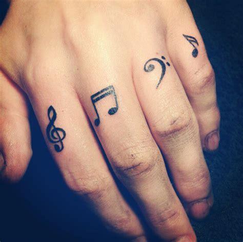 tatuaje de letras love dedos tatuajes en las manos 187 tatuajes tattoos