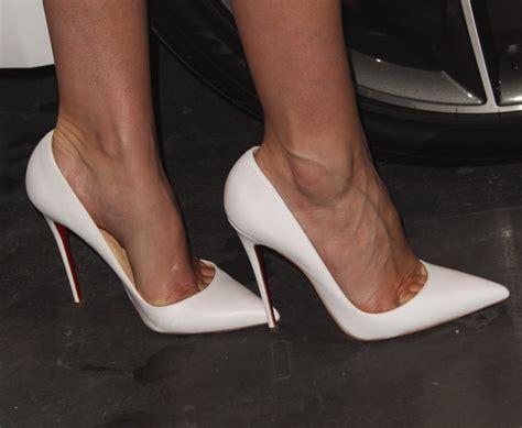 me in high heels miranda kerr wears white christian louboutin so kate pumps