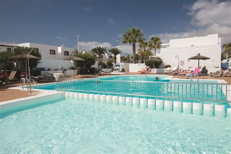 oasis appartments the oasis apartments puerto del carmen voyager travel