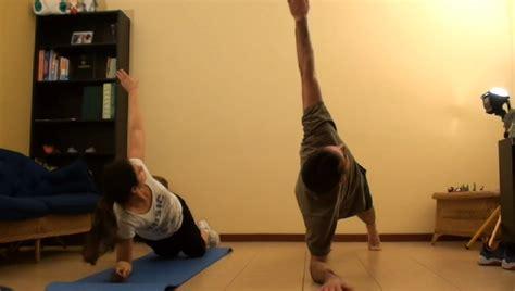 allenamento tricipiti a casa esercizi gambe addominali e tricipiti in forma in casa
