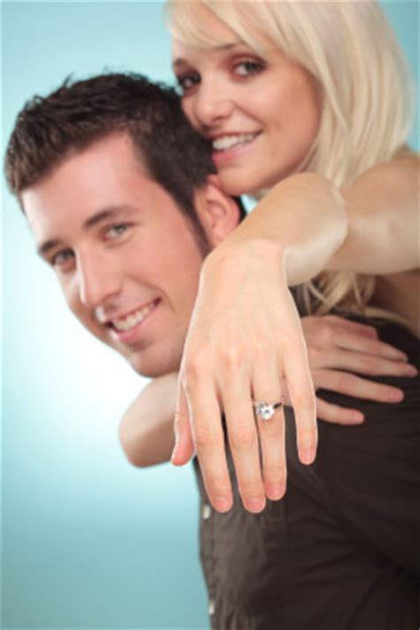 engagement poses 5 tips every photographer can use