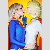 power-girl-and-wonder-woman-kiss