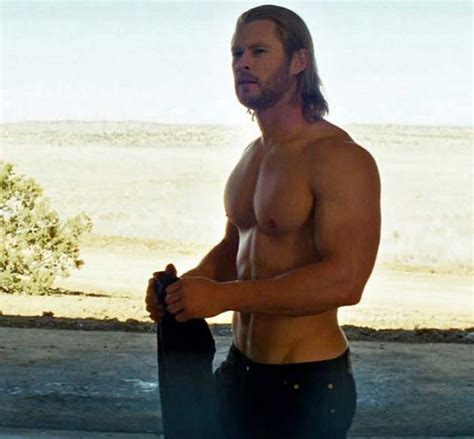 how much can chris hemsworth bench was watching willy wonka and the chocolate factory found