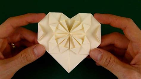 Starburst Origami - how to fold an origami with a starburst pattern