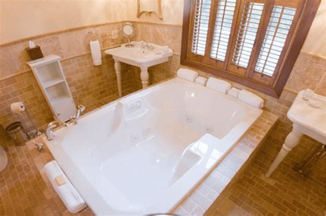 couples in bathtubs best hotel bathtubs for traveling couples