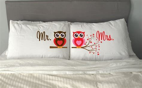 9 2nd Wedding Anniversary Gift Ideas For Wife & Husband