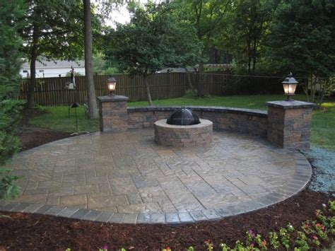sted concrete patio with seating walls and fire pit