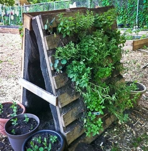garden styling with pallet vertical planter wooden