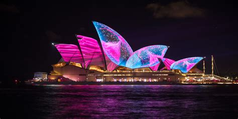 House Light Show by Sydney Opera House Animated By Multicolor Light Show