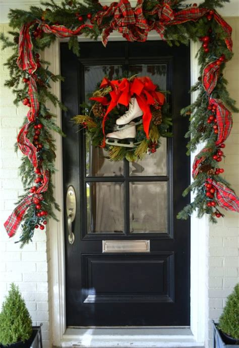 38 Stunning Christmas Front Door D 233 Cor Ideas Digsdigs How To Decorate Front Door