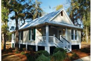 Small Cottage Home Plans by Cottage Style House Plan 3 Beds 2 Baths 1025 Sq Ft Plan