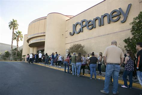 craving holiday deals las vegas valley shoppers flood stores las vegas review journal