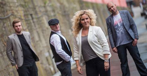theme music entourage entourage party band for hire wirral merseyside