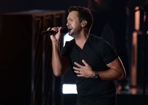 luke bryan duet go country 105 luke bryan surprises fans with carrie