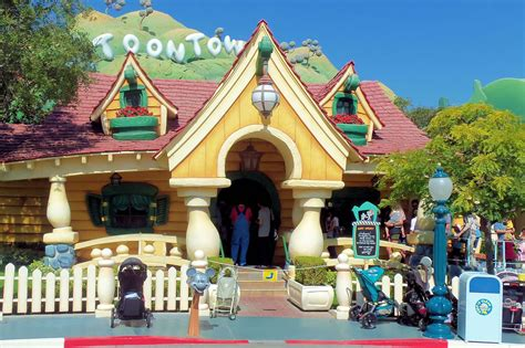 toontown house mickey s toontown home of the fab five passporter com