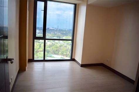 bedroom condo  sale   viceroy residences tower