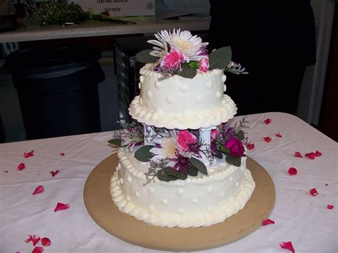Small Wedding Cakes by The Sew Er The Caker The Copycat Maker Small Wedding Cake