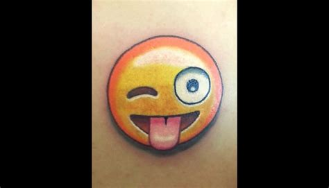 imagenes wasap tatuajes pajaros whatsapp 10 tatuajes de emojis que te podr 237 as hacer fotos