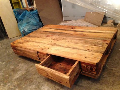 Pallet table: Coffee/Couch table from euro pallets DIY   Pallet Furniture : Pallet Furniture